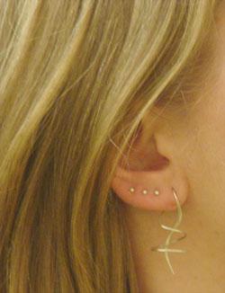Испортила дырки в ушах