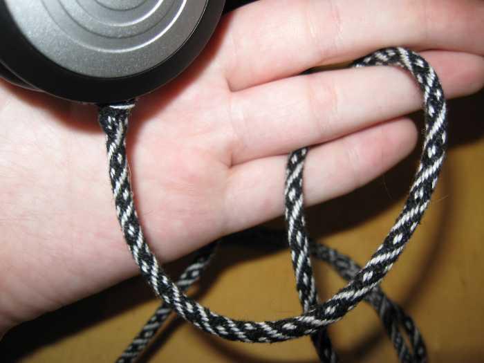 Как сделать из наушников фенечку из наушников