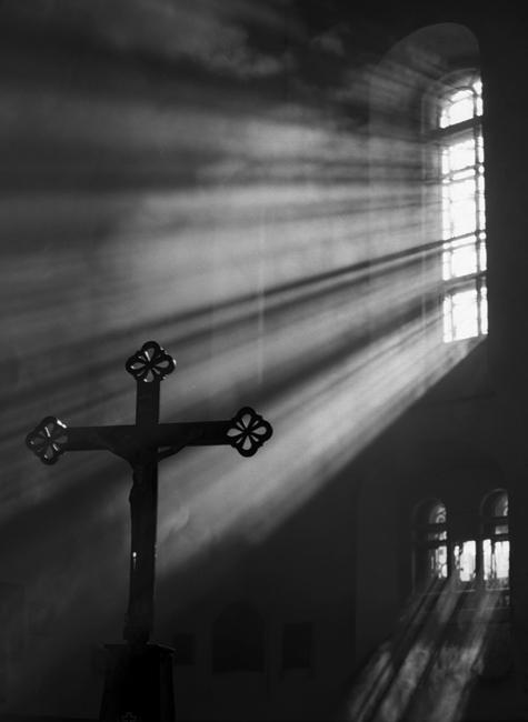 Из всех христианских конфессий только в Православии и Католицизме почитаются кресты и иконы.