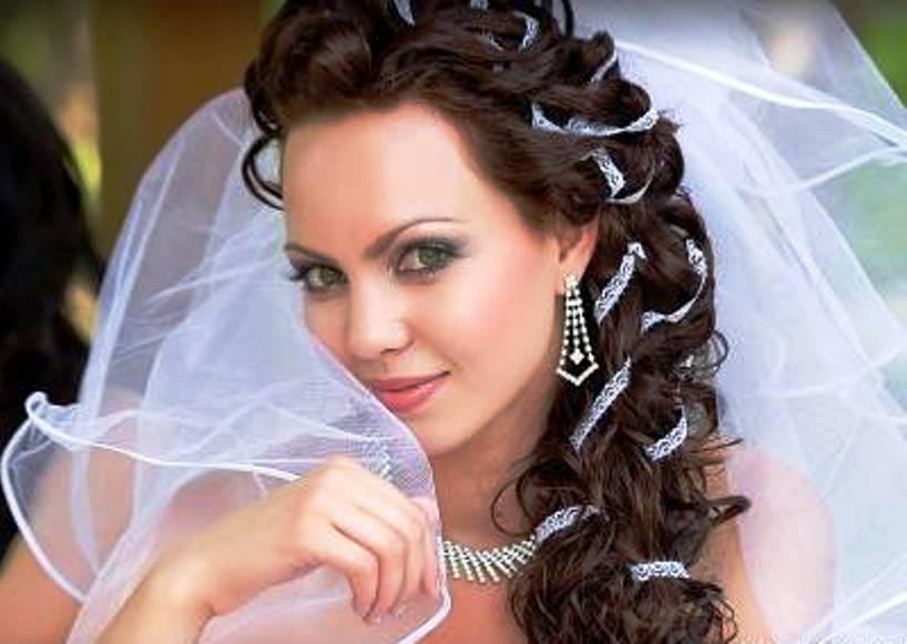 Причёски с фатой на длинные волосы. Фото №6