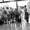 Люди под дождем...  Очень неоднозначная фотогр...
