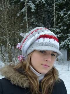 Описание: шапка зимняя для девочки спицами.