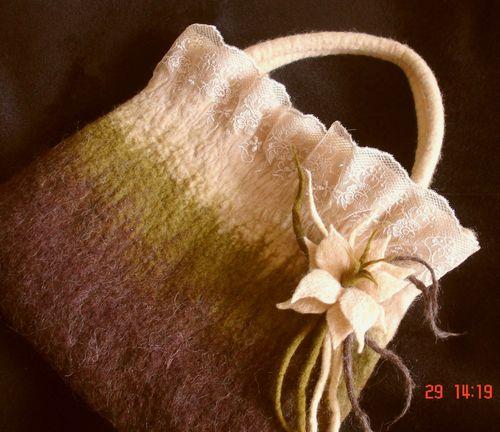 темы. войлок, валяние, сумка, цветы.  Размеры сумки: высота - 28см...