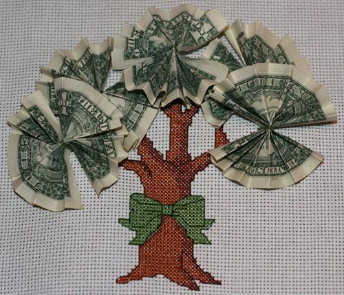 Прошу совета: Все вышивки всегда прятала под стекло.  Стоит ли с бумажными листиками...  Пришила денежки, теперь дело...
