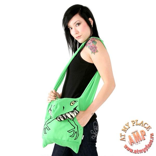Тряпичная сумка в виде толстовки с зеленым зубастым монстром.