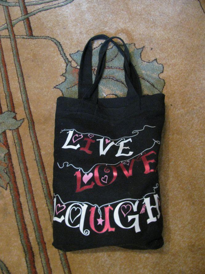 5. Летняя сумочка, маленькая, на молнии.  Расшита бисером и пайетками, ремешок из бисера, очень прочная.