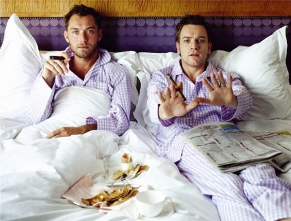 Два гея в одной кровати