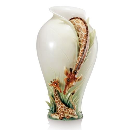Это ваза ** Очень необычный и красивый концепт, найденный на просторах сети.