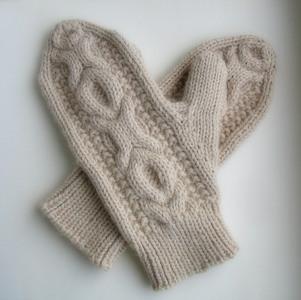 1. Шарфик, шапка, варежки и шерстяные носки.  Кстати,прекрасным подарком для...