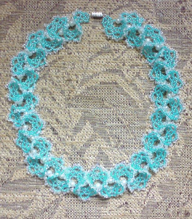 Ожерелья из бисера фото Красочный бисер.