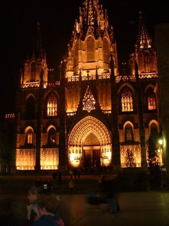 Кафедральным Собором Барселоны Является