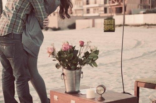 фото парень с цветами: