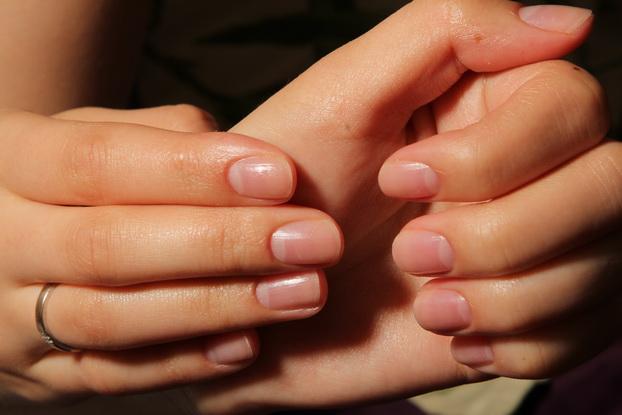 Если у девушки короткие ногти