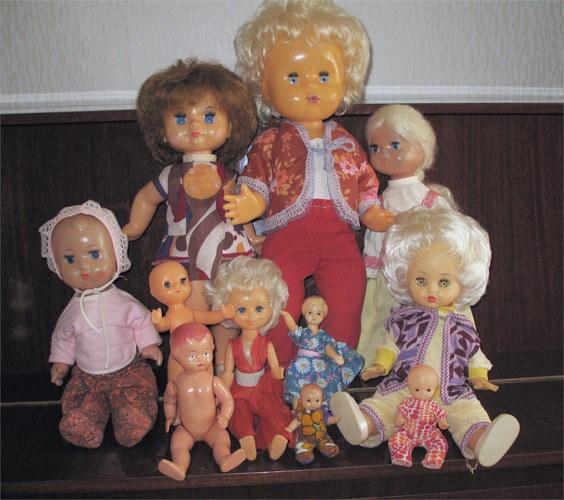 У приличных девочек кроме машинок должны были быть еще и куклы) своих я не сохранила)но зато нашла фоточки