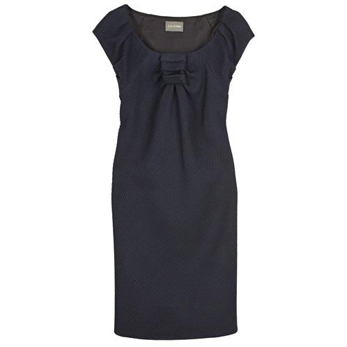 Короткое платье для повседневной жизни.