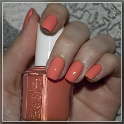 Лак для ногтей персикового цвета