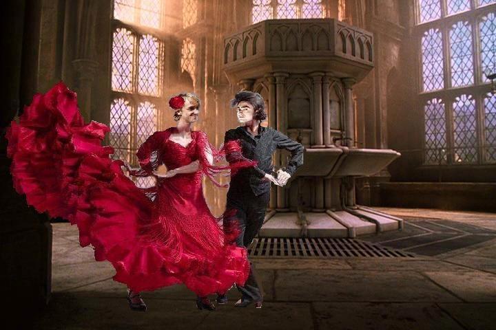Это красное платье и бутылка мадеры