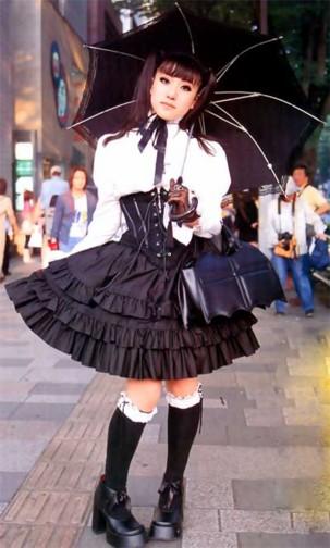 Gothic & Lolita - Готика и Лолита) - стиль японской моды.