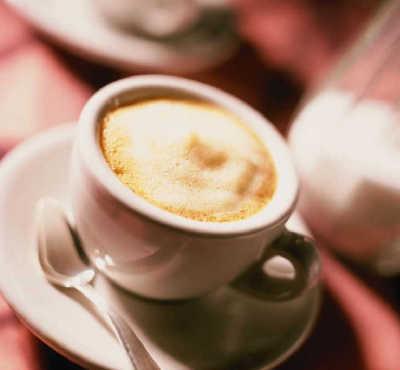 делать кофе