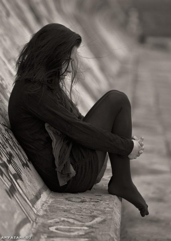 Черно белые фото девушек когда плохо 22 фотография