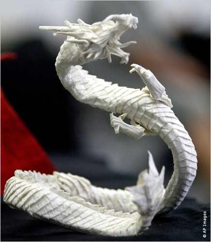 Оригами - это японское искусство складывания из бумаги различных фигурок.
