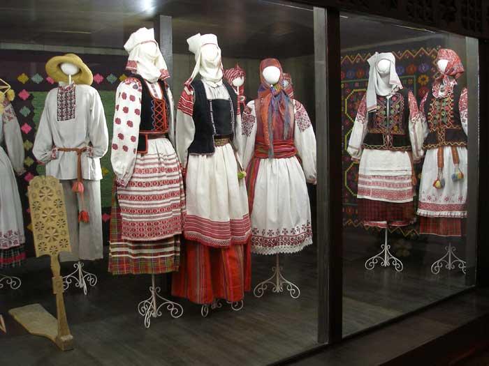 Национальное достояниеВыставка древнебелорусских костюмов и рушников...