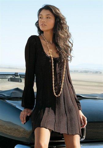 Черное платье с коротким рукавом и круглым вырезом, паетки на...