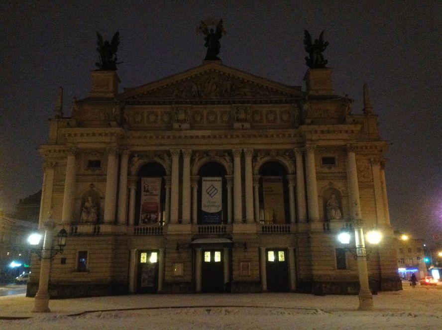 Утро, начало пути - оперный театр