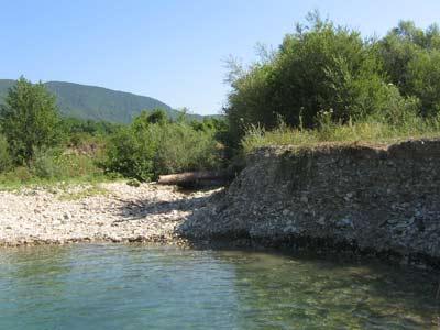 Река, чистая настолько, что воду из нее можно пить без боязни подхватить какаую-нибудь заразу