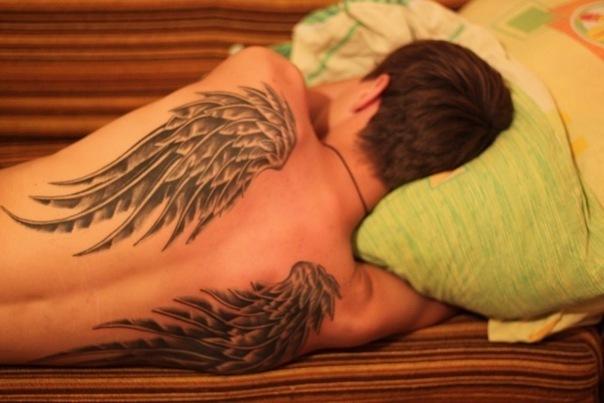 Тату крылья спина