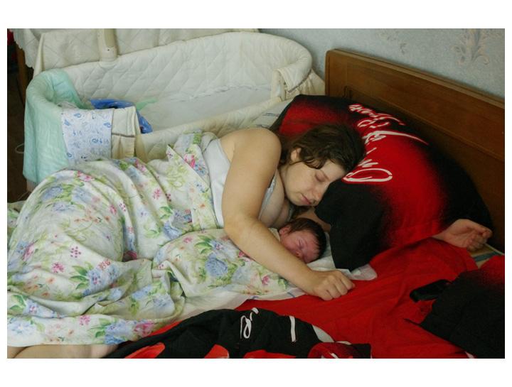Мама с чужой дочкой занимается сексом пока она спит видео допускаете