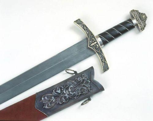 Более тяжелым был норманский меч, достаточно толстый в поперечнике, с очень массивным противовесом...