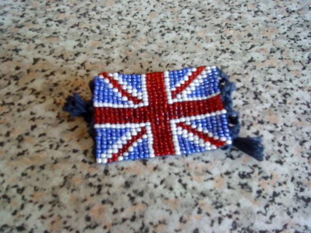 Как плести фенечку британский флаг (схема) .  Прошлый урок: плетение макраме.  Многие .  Эта змея из бисера...