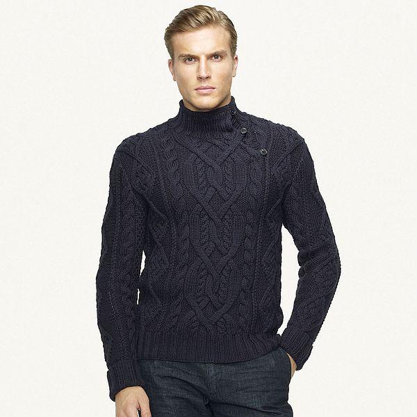 В продаже уже появились красивые вязаные мужские джемперы и свитера с оленями, а также есть возможность