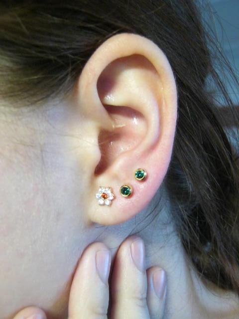 Прокол второй дырки в ухе
