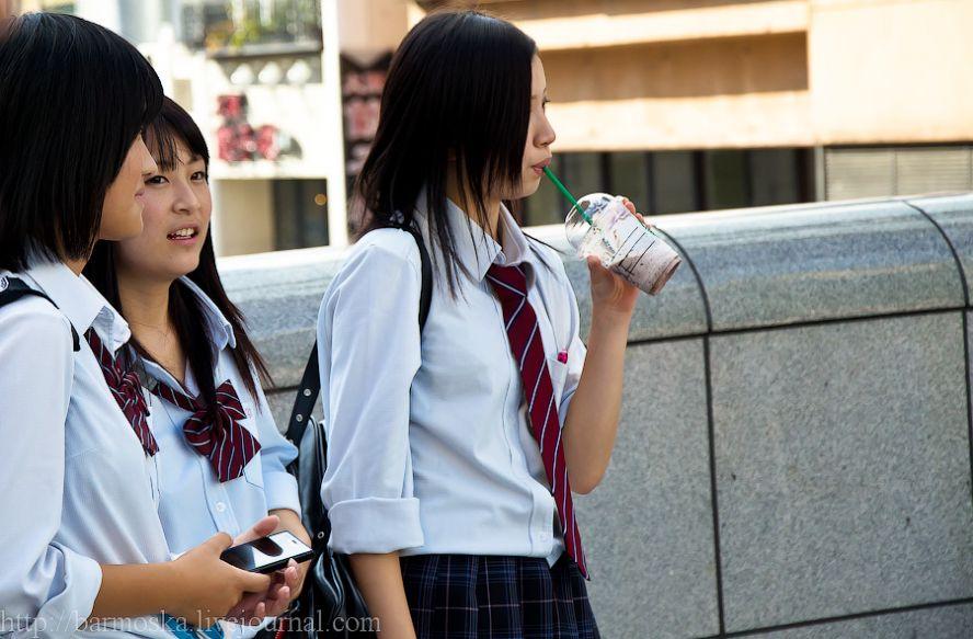 Всредней школе в классе девочка снимает трусики фото 417-854