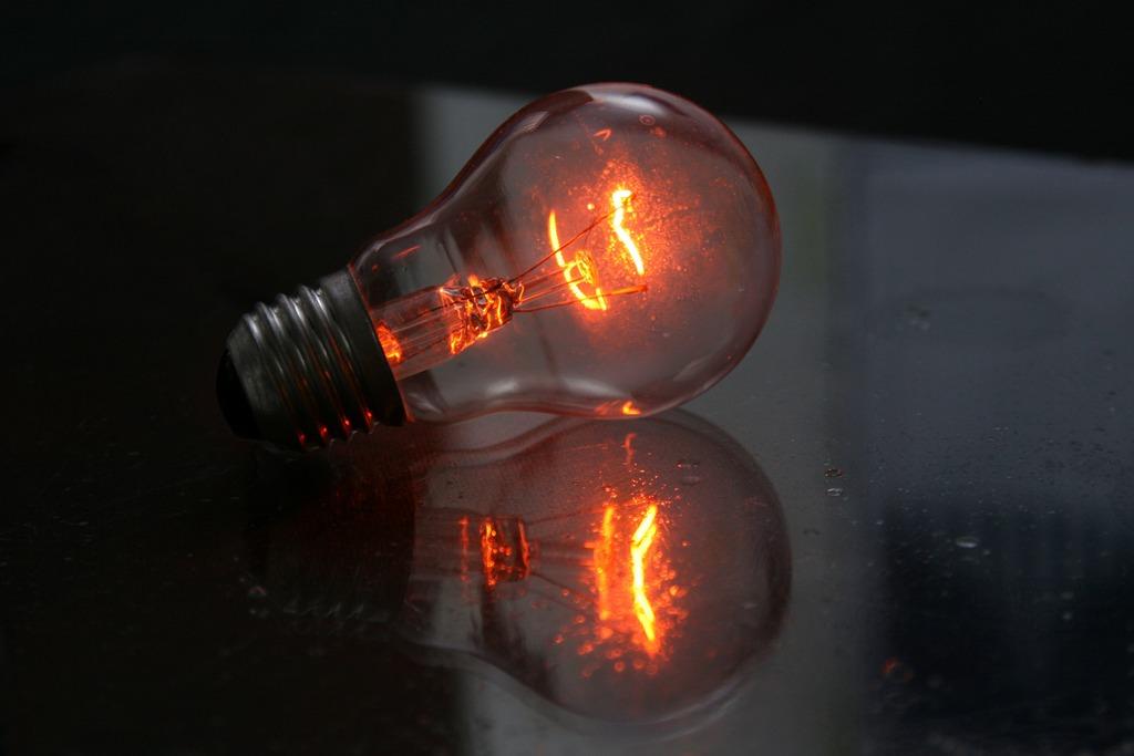 Дома свет стал тусклый почему
