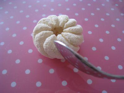 Как видите, ничего сложного в мастер классе из полимерной глины нет.  Пончик делается проще простого.