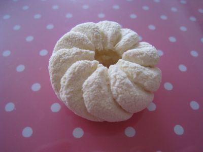 Туториал по лепке французских пончиков из полимерной глины.