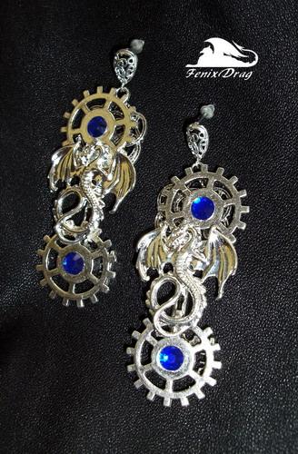 """Серьги стимпанк (steampunk) """"Драконы времени"""" с серебристыми шестеренками  покрытие серебром (посеребрение), металл, стразы  размер: 8*2,6см"""