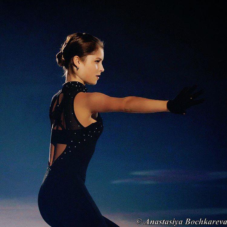 Эротика подборка девочек трясущих сиськами во время танца