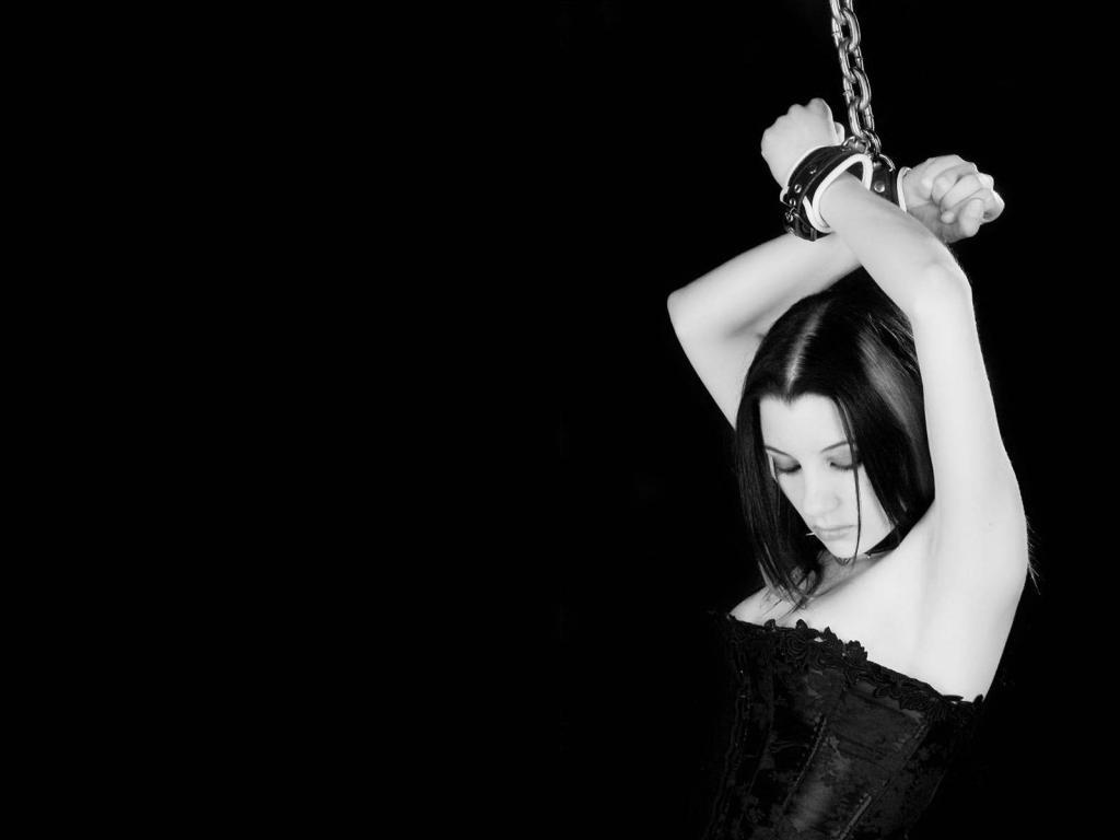Черно белая эротика девушка и мужчина 12 фотография