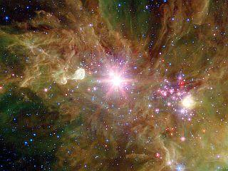 NGC2264 — Скопление Снежинки на фоне Туманности Конус