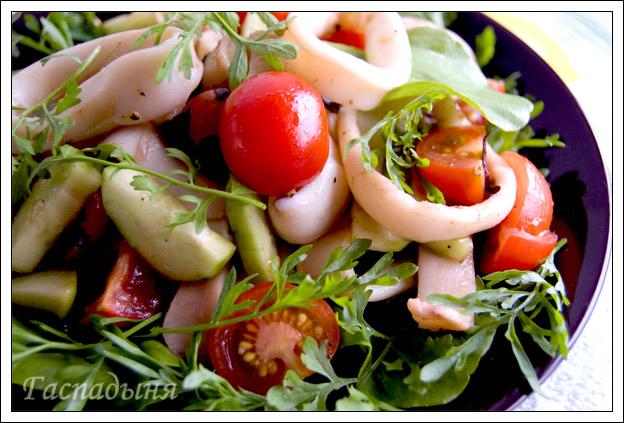 Салат с кальмарами и помидорами огурцами рецепт с