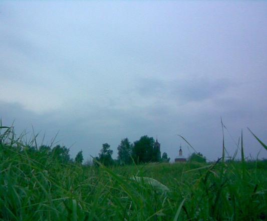 Стоило нам придти на речку - начался дождь. Но он нам не помешал.