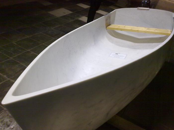 лодка из кирпичей