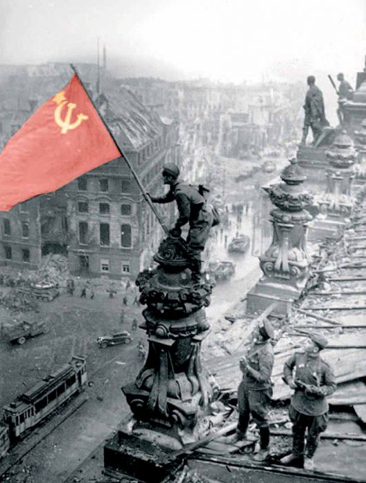 флаг над рейхстагом водрузили
