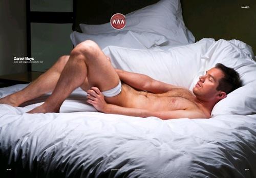 фото как женщину раздевали в кровать