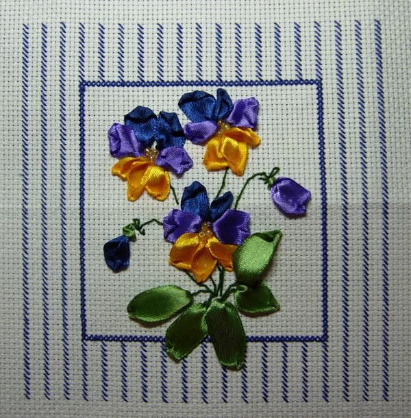 Вышивка шелковой лентой - тюльпаны Вышивка рассположен еще в архивах.