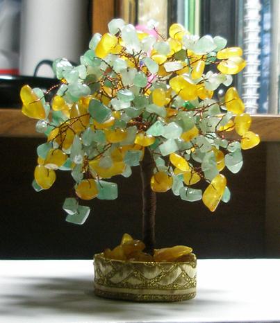 Возможно также изготовление деревьев разных форм из разного бисера и бусин.